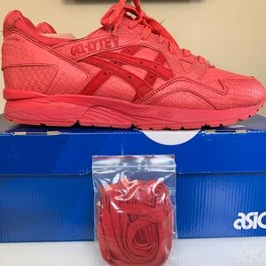 ASICS GEL Lyte V Sz 10 Triple Red Snake